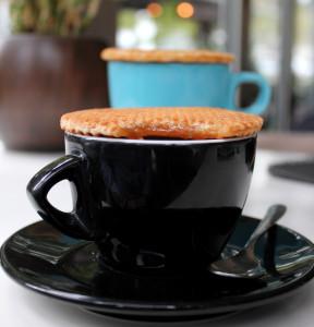 Caramel Waffles uz kafu i čaj